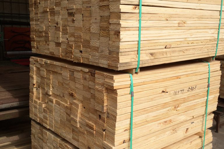 Industrial wood, custom pallets, custom crates for the Energy, Oil & Gas Industries